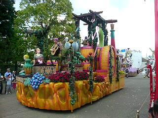 スペイン村にきた。パレード。
