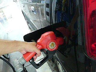 ガソリン入れて中